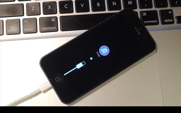 Plug and Remove iPhone from Dock