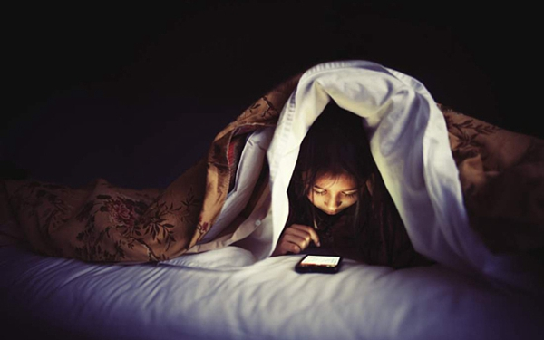 Suggle in Bed Playing Phones